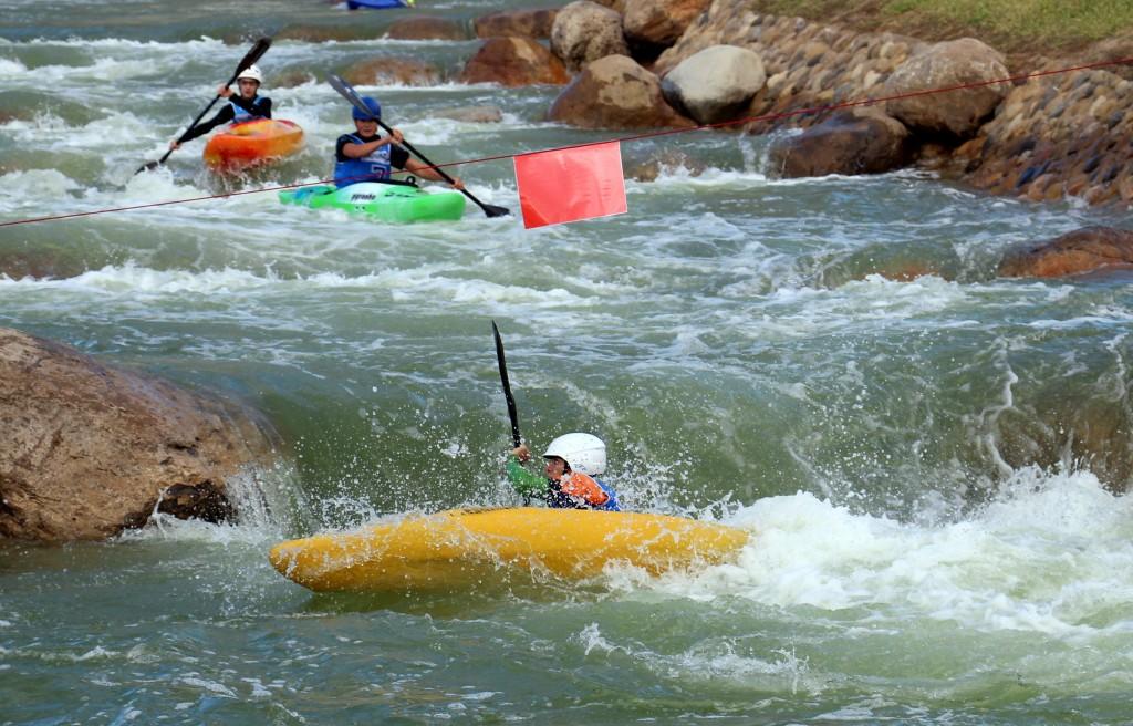 Cursos de kayak Pirineos.