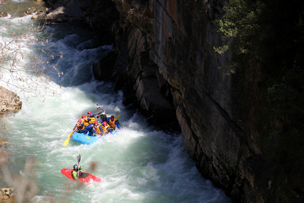 Alcorce-rafting-y-kayak-rafting-Huesca-Pirineos