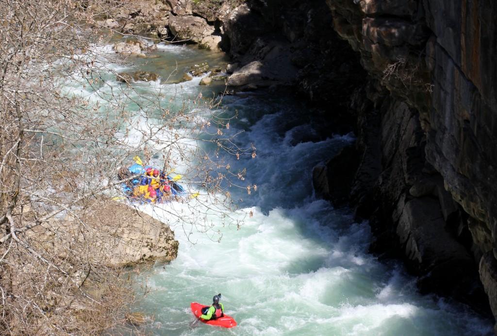 Rafting-aventura-despedidas-pirineos-Huesca