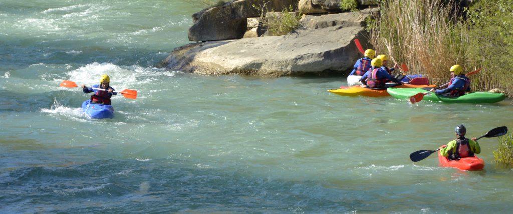 Cursos de kayak en aguas bravas Pirineos Huesca