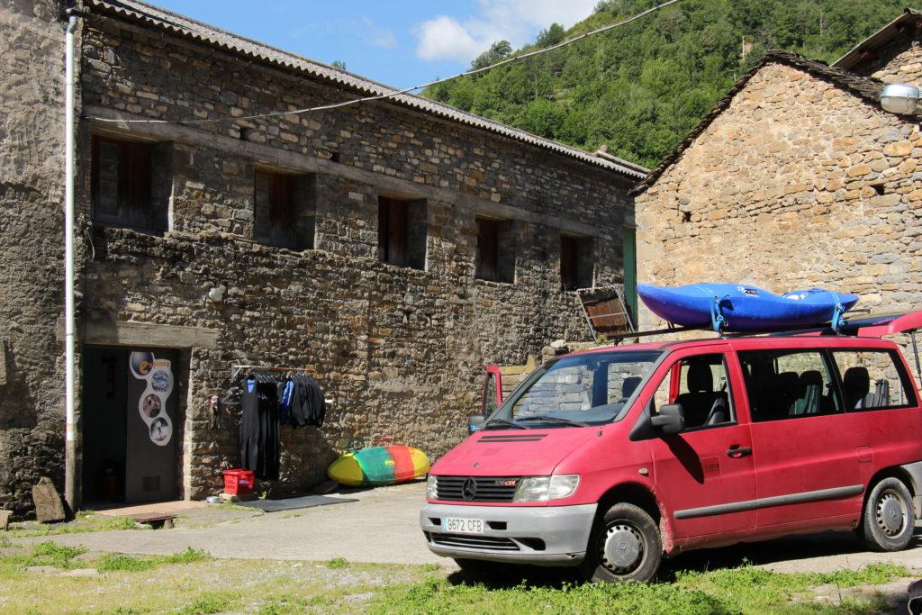 Nuestra base de rafting el el pueblo de Broto